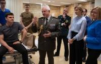 Первая леди посетила бойцов ВСУ в больнице Брюсселя (фото)