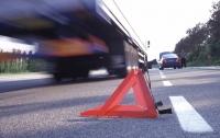 Необычное ДТП: один грузовик поцарапал другой танком (видео)