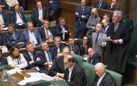 Британских депутатов наказали за игру в футбол в зале заседаний