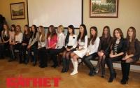 Самые красивые девушки Львова оккупировали горсовет (ФОТО)