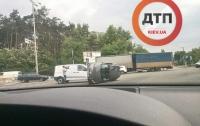 В Киеве произошла жуткая авария с опрокидыванием двух авто