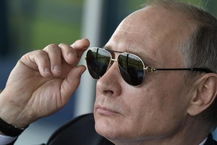 Путин пообещал студентке отыскать спонсора для издания книги обАлександре III