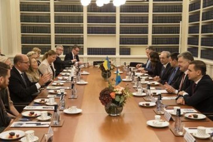 Порошенко приехал софициальным визитом вШвецию