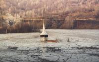В Румынии деревню затопило радиоактивное озеро