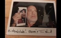 Том Хэнкс прислал фанатке свое селфи с ее селфи