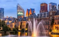 Власти Амстердама пытаются отвадить туристов в Гаагу