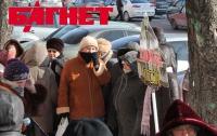 Обманутых вкладчиков элитного коттеджного городка защищают старушки (ФОТО)