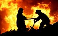 На Днепропетровщине пожарные обнаружили тело ребенка в горящем гараже