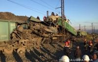 На Днепропетровщине столкнулось два электровоза: погибли люди