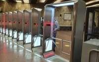 Турникеты в метро теперь смогут перепрыгнуть только профессиональные спортсмены (фото)