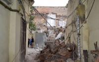 В центре Одессы обрушилась стена горсовета