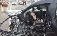 Жуткое ДТП в Киеве: погиб полицейский, еще трое человек получили ранения