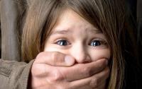 Житель Львовской области насиловал четырехлетнюю девочку