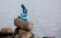 Русалочку в Копенгагене опять облили краской