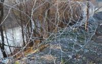 На Закарпатье село с алкоголиками отгородили колючей проволокой