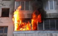 Поджег квартиру и ушел пить пиво: в Киеве сын едва не убил собственную мать
