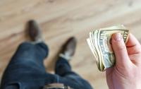 За границу по новым правилам: украинских заробитчан обложат налогом