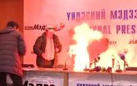 В Монголии глава профсоюза совершил самосожжение прямо на пресс-конференции (ВИДЕО)