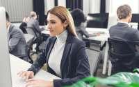 Психологи выяснили, что симпатия помогает женщинам эффективнее работать