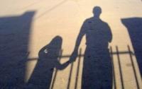 На Донбассе пенсионер развращал шестилетнюю девочку