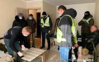 Поліцейські затримали чоловіка, який вимагав майже пів мільйона гривень за нібито ліцензію на відкриття АЗС