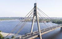 В Киеве на мосту ограничат движение транспорта