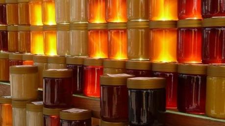 Украину заполонил поддельный мед