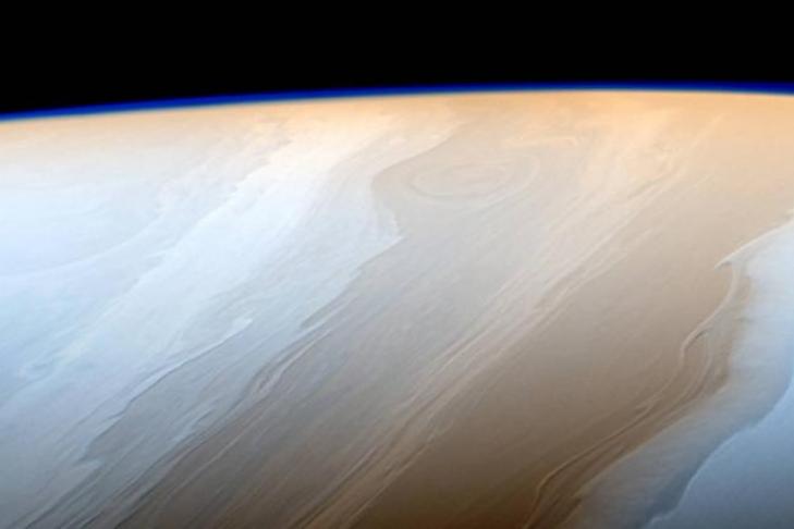 Cassini перед гибелью сказал наЗемлю последний снимок Титана