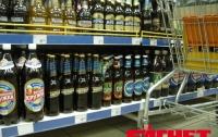 В столичных супермаркетах клиенты разбивают и портят товар, не рассчитываясь за него (ВИДЕО)