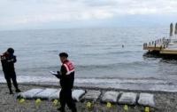 На берегу Турции нашли тонны марихуаны