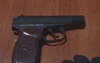 В Одессе двое мужчин угрожали посетителям кафе оружием