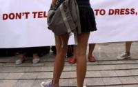 В Намибии сотни женщин вышли на улицу в поддержку ношения мини-юбок