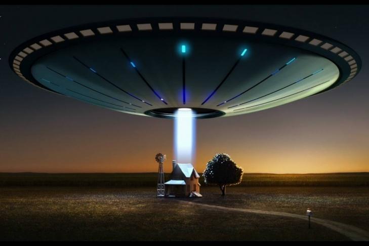 Огромный НЛО наорбите Земли сняли камеры НАСА