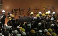 Демонстранты захватили парламент
