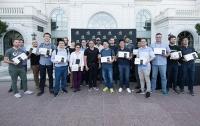 Дженсен Хуанг раздал исследователям 12 видеокарт NVIDIA TITAN V CEO Edition