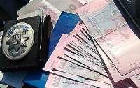 Полицейский требовал взятку за продажу алкоголя без лицензии