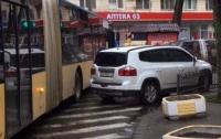 Киевлянам разъяснили, что делать с наглыми водителями