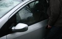 В Одессе вор пытался угнать авто на глазах у владельца (видео)