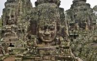 Слоны помогли построить храм в Камбоджи