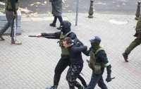 Протесты в Беларуси: силовики проводят жесткие задержания (видео)