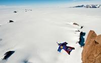 Бейс-джамперы осваивают Антарктиду (ФОТО)