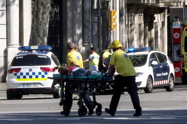 Вооруженные люди вторглись вресторан вБарселоне после наезда напешеходов