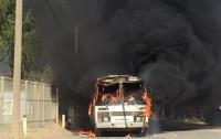 Возле Керченского моста сгорел автобус, есть погибшие