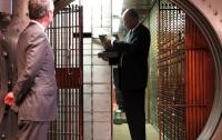 СМИ: В банке Privatbank могли украсть миллионы евро