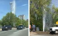 В центре Киева забил фонтан, из-за которого появилась работа у коммунальных служб