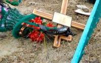 Малолетний вандал злостно поглумился над могилами в Одесской области