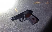 Три выстрела: в Киеве пьяный мужчина напал на прохожего