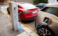 На главных дорогах Украины появятся зарядные станции для электромобилей (список)