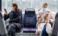 Вірусолог пояснила, чи можна підхопити COVID-19 перебуваючи у транспорті з одягненою маскою
