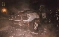Депутатский Land Criuser сожгли в одном из киевских дворов